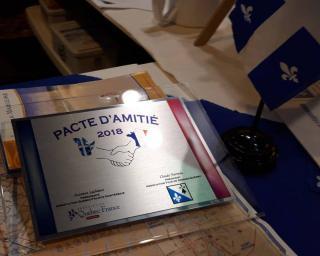 Pacte amitie plaque